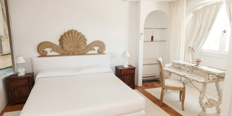 Villa a Porto Cervo Pantogia _ Bedroom_ Vinci Real Estate.JPG